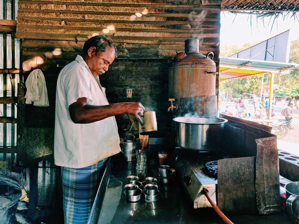 Indischen Tee zuzubereiten wie in India